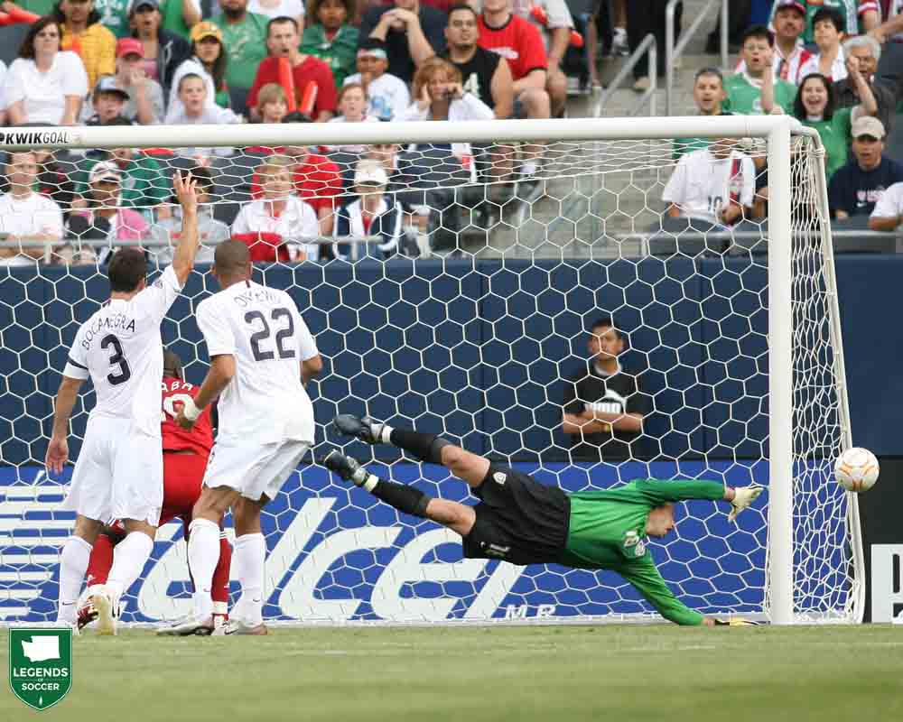 Kasey Keller dived full-stretch to deny Canada as the United States won the Gold Cup match, 2-1, at Chicago. (Courtesy Tony Quinn / ISI Photos)