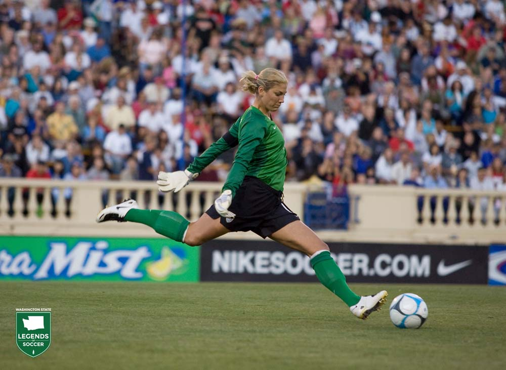 Hope Solo launches the ball upfield during the USA 4-1 win over Japan at San Jose in 2007. (Courtesy John Todd/ ISI Photos)
