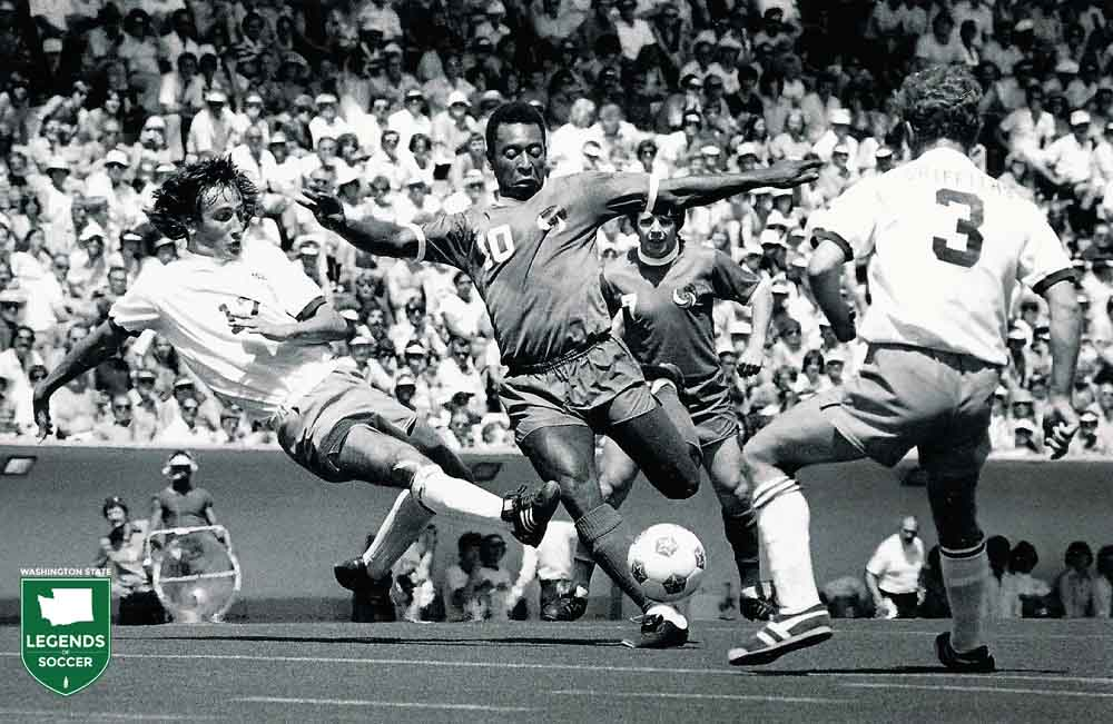 Sounders Dave Gillett (l) and Arfon Griffiths converge on Cosmos' Pele.
